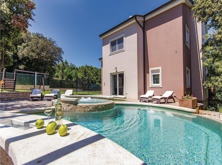 Four-Bedroom Holiday Home in Pula
